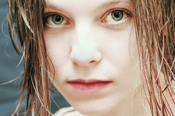 Światło padające z przodu wygładza skórę, zmniejszając widoczność niedoskonałości skóry