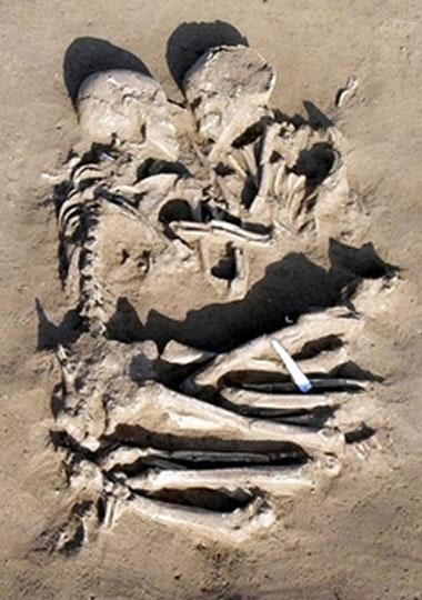 Gli amanti di Mantova, coppia di scheletri umani risalenti a 5000-6000 anni fa, rinvenuti nel febbraio del 2007