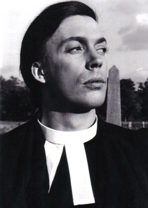 prete molto figo