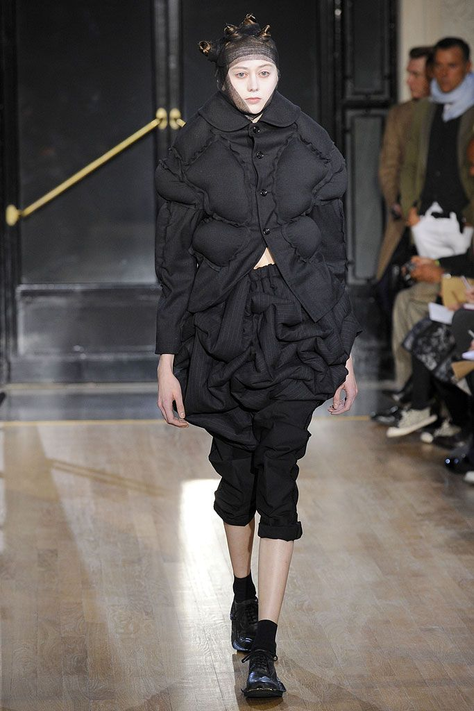 Comme des Garçons Fall 2010 Ready-to-Wear , via vogue.com