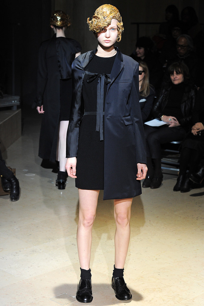 Comme des Garçons Fall 2011 Ready-to-Wear - Collection, 18, via vogue.com