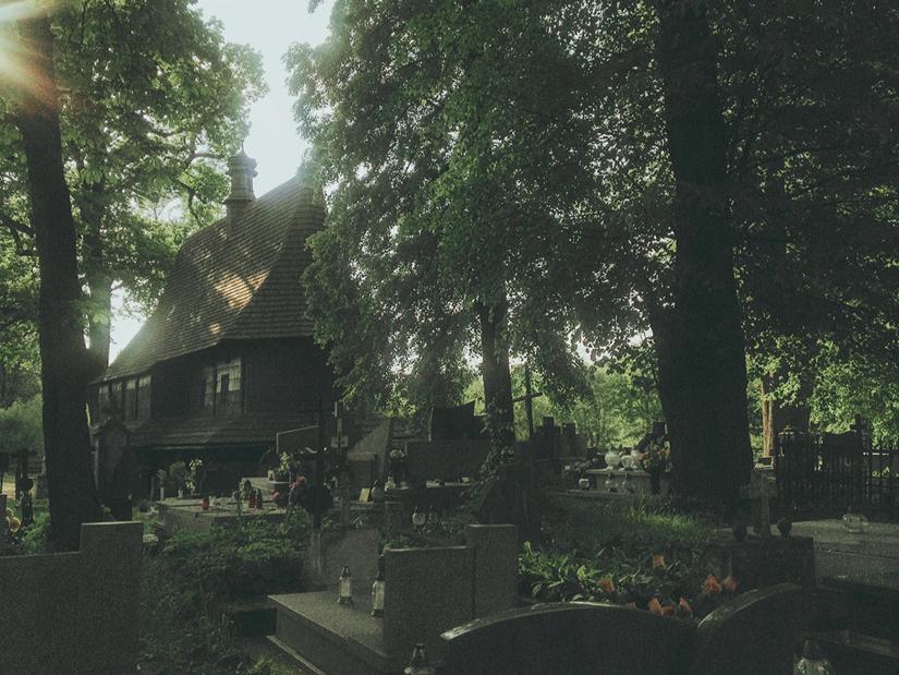 Laura Makabresku,  cimitero