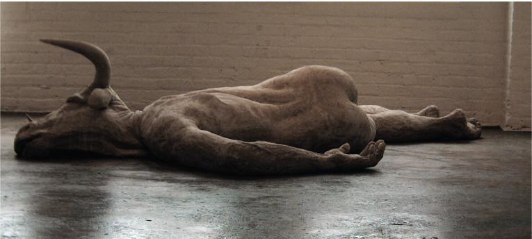 EMIL ALZAMORA. Abrazo . 2004 . Bronze . 10.5x3.5x1.5