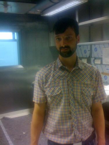 Maik Preußer im BSL-4 Lab