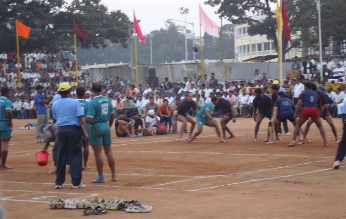 Kabbadi in Mysore. Photographer Reuben Strayer