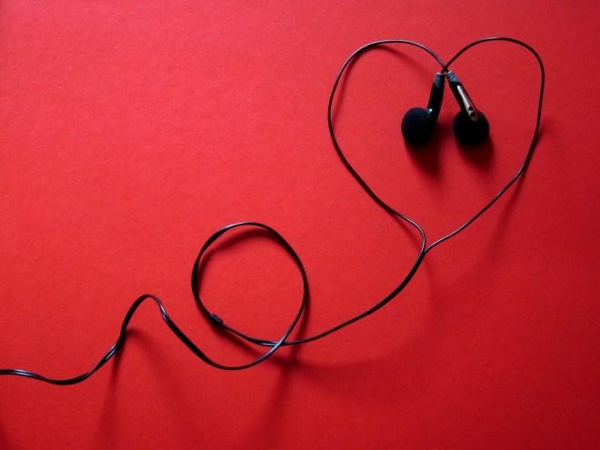 headphones-424163_1280