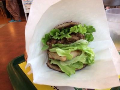 「にくにくにくバーガー」を食べた。正式メニューにしてほしい!