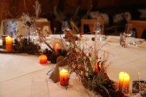 Romantische Tafelrunde im Herbst