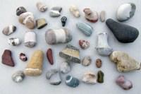 Steine sammeln am Strand - Urlaubsfreuden mit leichten ...
