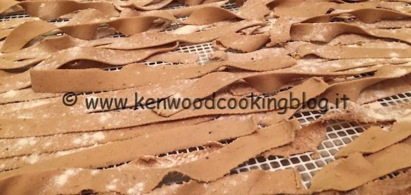 Ricetta pappardelle al torchio ai funghi Kenwood
