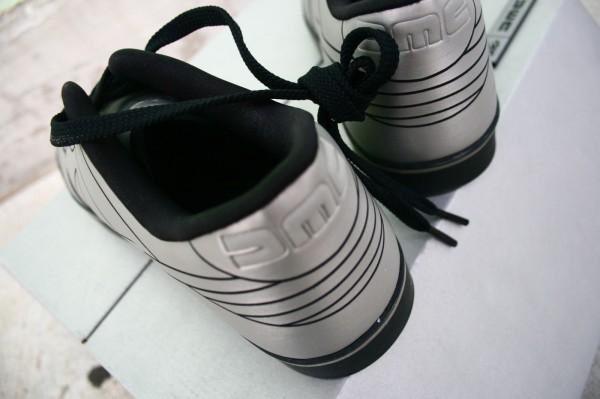 nike delorean dunk 12 600x399 DeLorean Nike Dunk 6.0: passado de volta ao presente