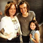 Kellie-and-Emma-Kelly-with-Harry-Styles