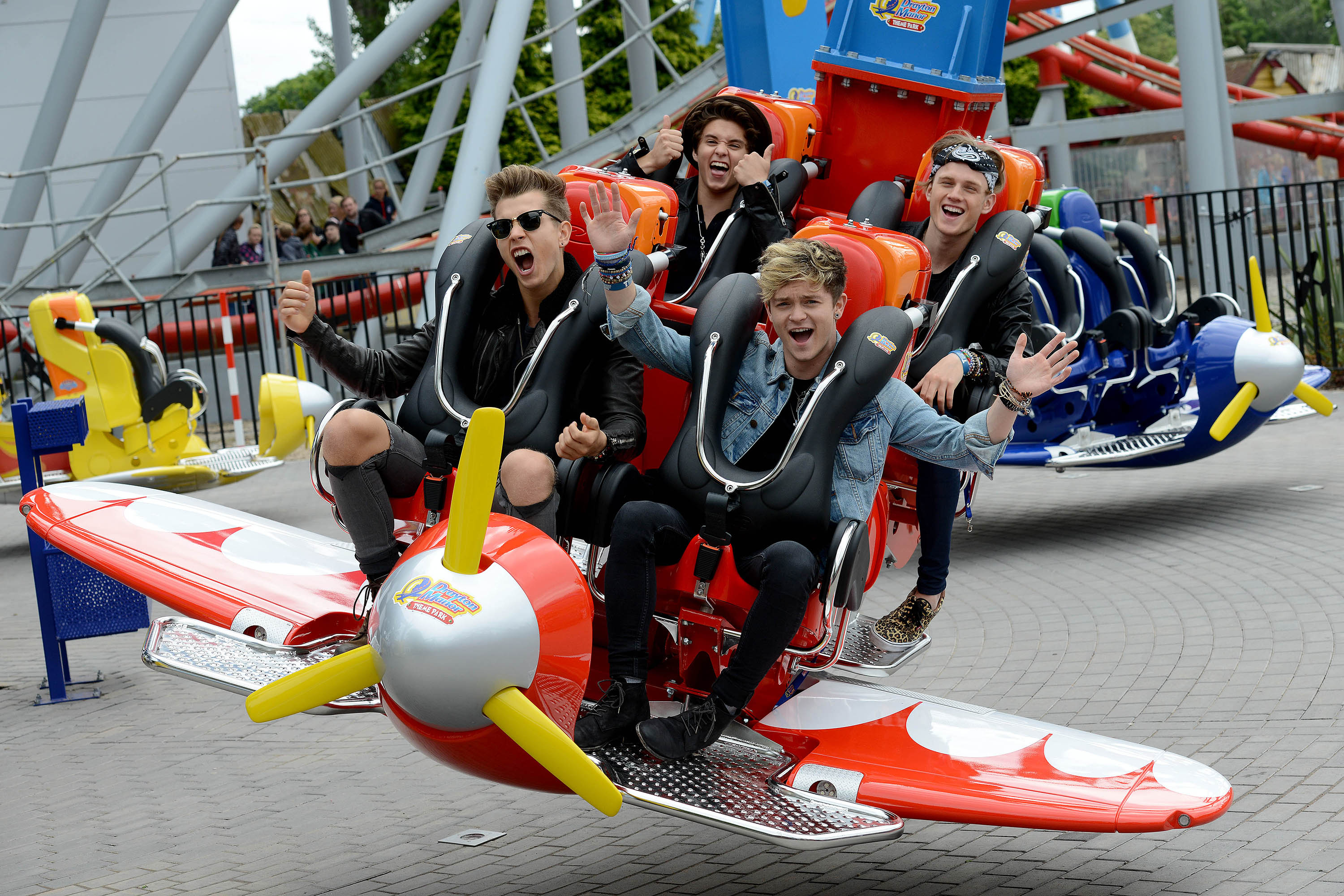 3d Wallpaper Gyro Drayton Manor Theme Park S New Ride Air Race Which Was