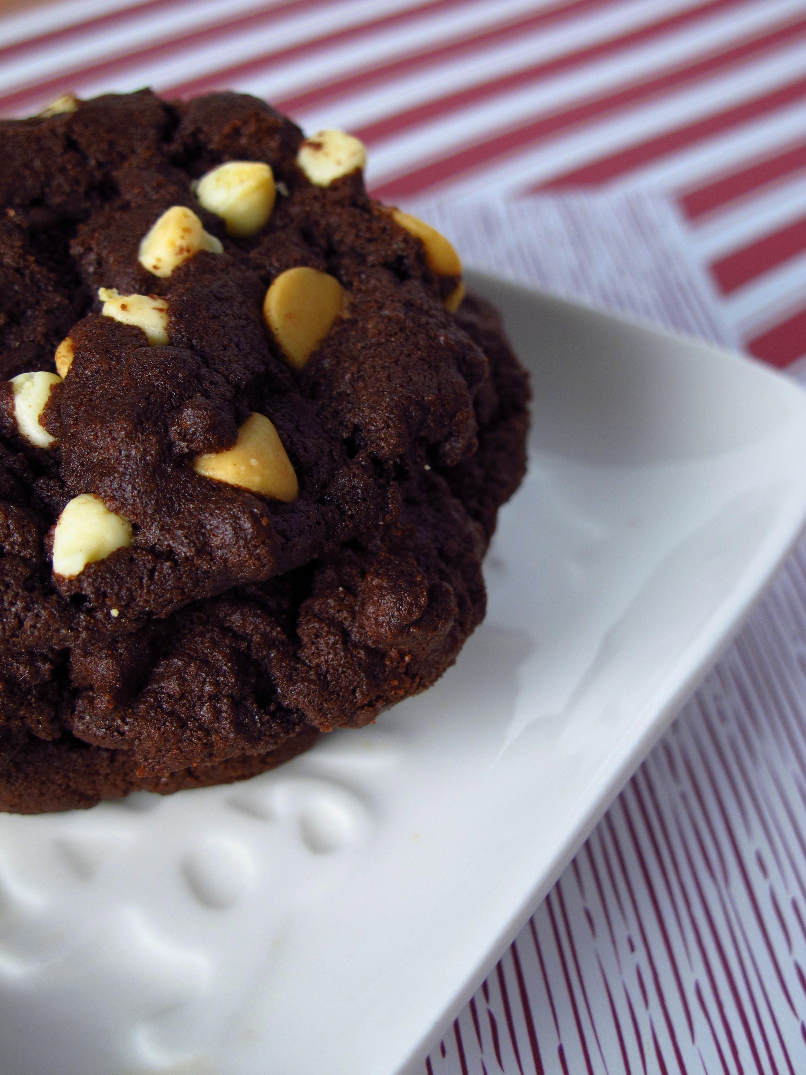 Dark Chocolate Cookies With White Chocolate Chips Kiku