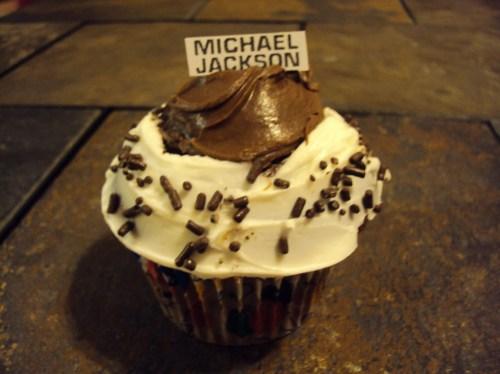 chocolate and white michael jackson cupcake