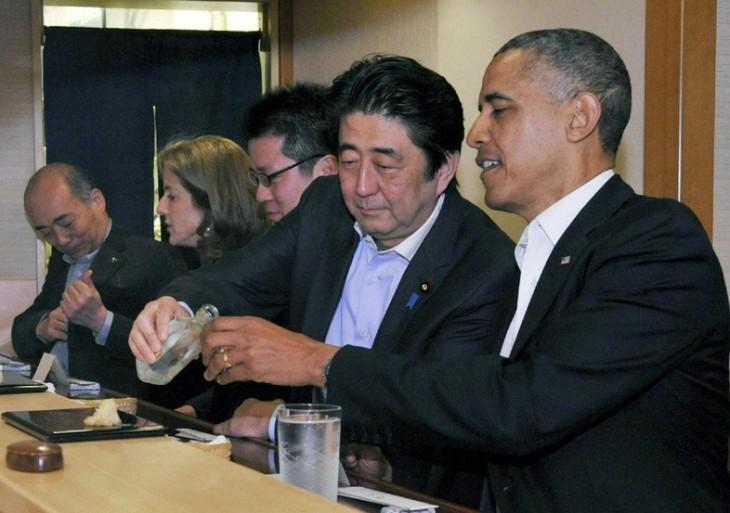 Obama eating sushi in Japan