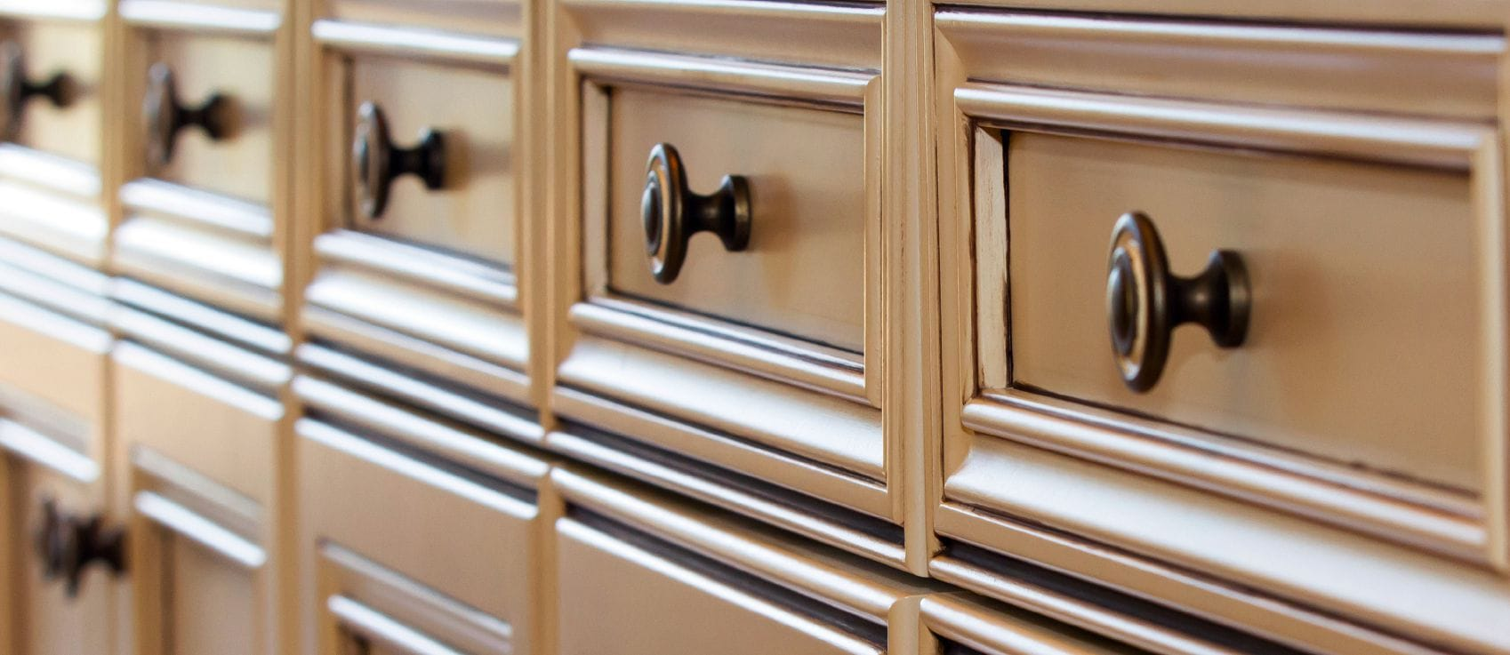 spotlight on cabinet knobs pulls and handles kitchen cabinet door pulls Row of kitchen cabinet drawer fronts