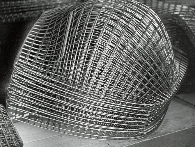 Bertoia diamond chair knoll