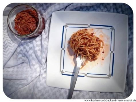 pesto rosso aus getrockneten tomaten einfach im wohnmobil herstellen. Black Bedroom Furniture Sets. Home Design Ideas