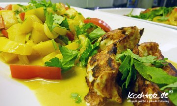 scharfe asia-paprika mit Haloumni, Koriander und Mango