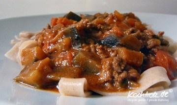 herzhafter Auberginen-Tomaten-Fleisch-Topf