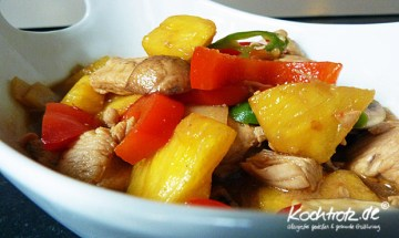 Hühnchen mit Hoisin-Sauce, Gemüse und Ananas