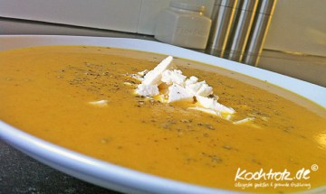 Karotten-Apfel-Curry-Suppe