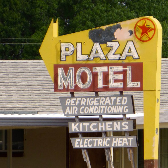 Plaza_Motel_Moapa_Valley_Nevada_20160410