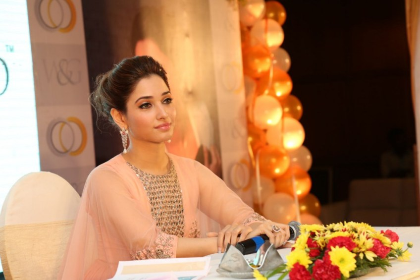 http://i0.wp.com/www.kollywoodtoday.net/wp-content/uploads/2015/03/tamannah-launches-white-and-gold-jewellery-venture-stills-6.jpg?fit=848%2C1024