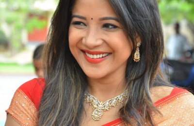 Actress Sakshi Agarwal Inauguration Handloom And Handicraft exhibition (29)