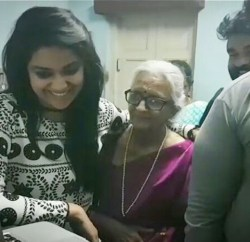 Keerthy Suresh Visit To DHA DHA 87 Shooting Spot To See Her's Grand Mother Saroja's Acting Photos (1)