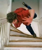 Chute dans escalier