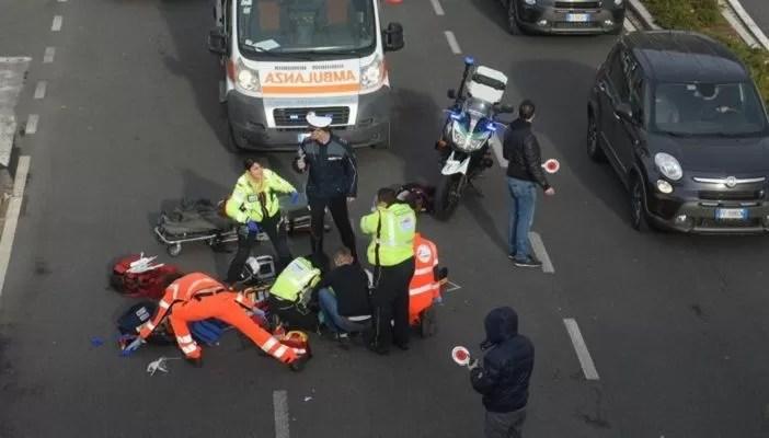 Incidente in autostrada, si schiantano due tir: acido solforico sulla carreggiata