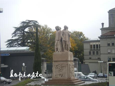 statue-outside-garden