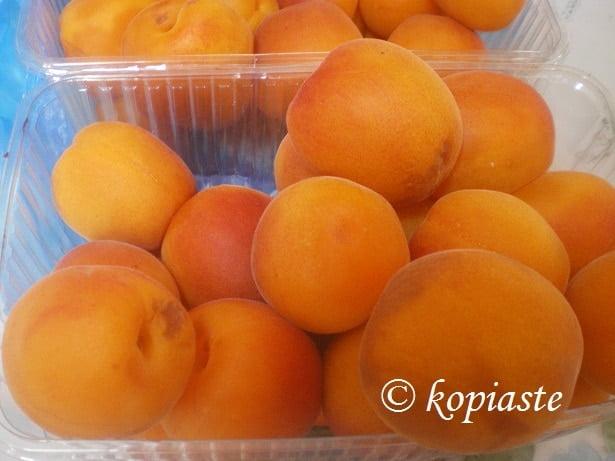 Apricots2