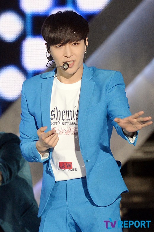 Image: EXO's Lay functioning onlevel / Photo taken by way ofTelevision Report