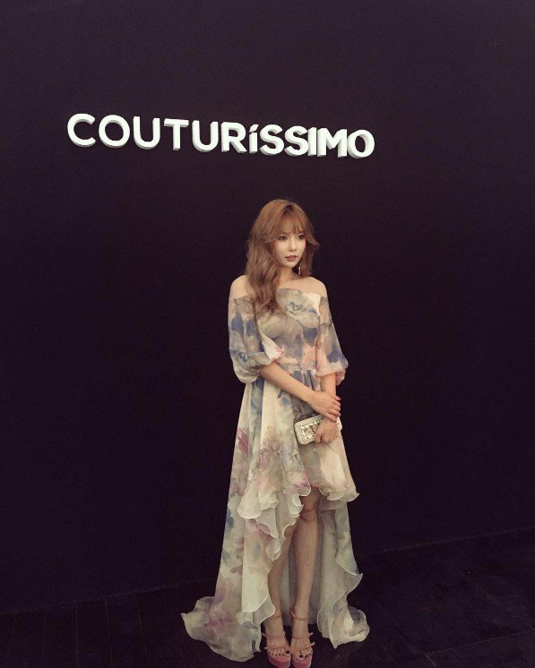 Image: Hyuna posing at the red carpet for Couturissimo throughout Paris Fashion Week (2016)