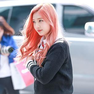 Girl Minion Wallpaper Red Velvet S Joy Shocks Fans With Sudden Pink Hair