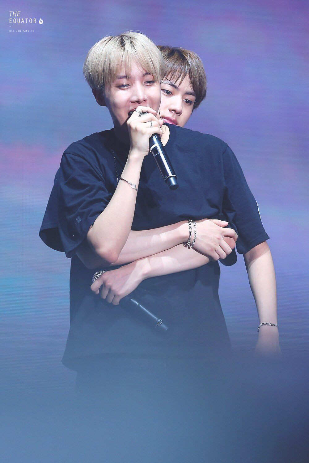 Cute Couple Hugging Wallpaper Jin Surprised J Hope When He Unexpectedly Did This Koreaboo