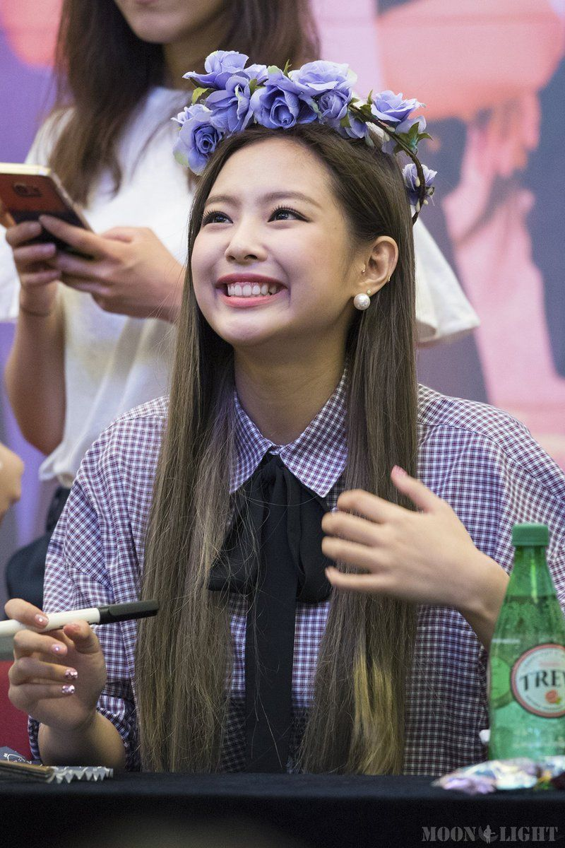 Smart Cute Boy Wallpaper Blackpink Jennie And Ros 233 S Latest Fan Sign Looks Have