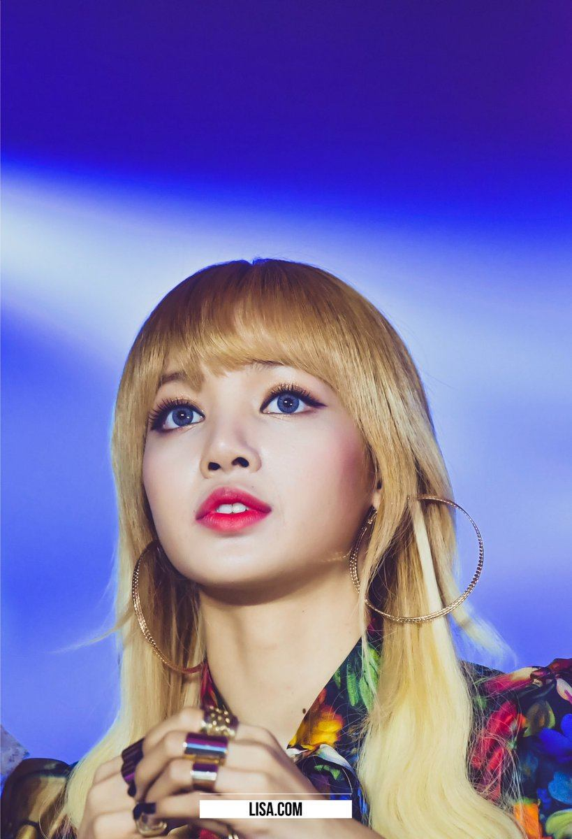 Cute Ayes Of Him And Her Wallpaper 10 Pictures Of Blackpink S Lisa That Shows That She S