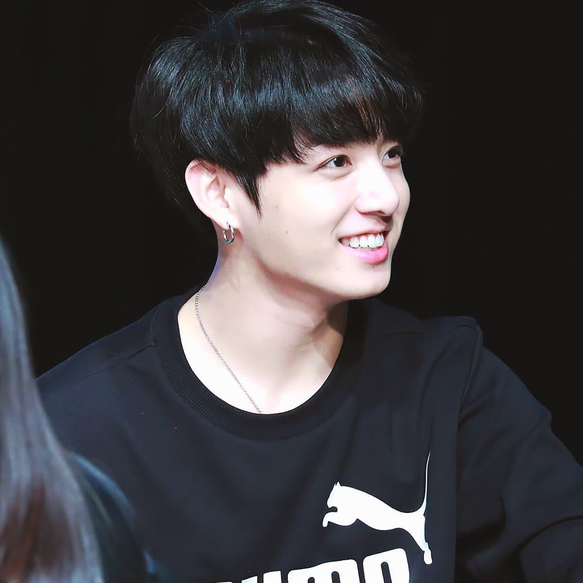 Smart Cute Boy Wallpaper Bts Jungkook Dyed His Hair Black And Fans Think He Looks