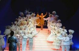 Das Stück ist wie ein alter Freund - Debra Hays als Frau Luna im Theater KR/MG