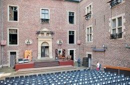 Bühne, Haus