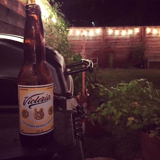 Quick night BBQ to round out the weekend #flatbushcottage #perfectweather #bbq #victoriamexico