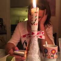 Fjärde advent firas hemma hos @knappare med ett nytt hjärndött spel och ett tänt ljus