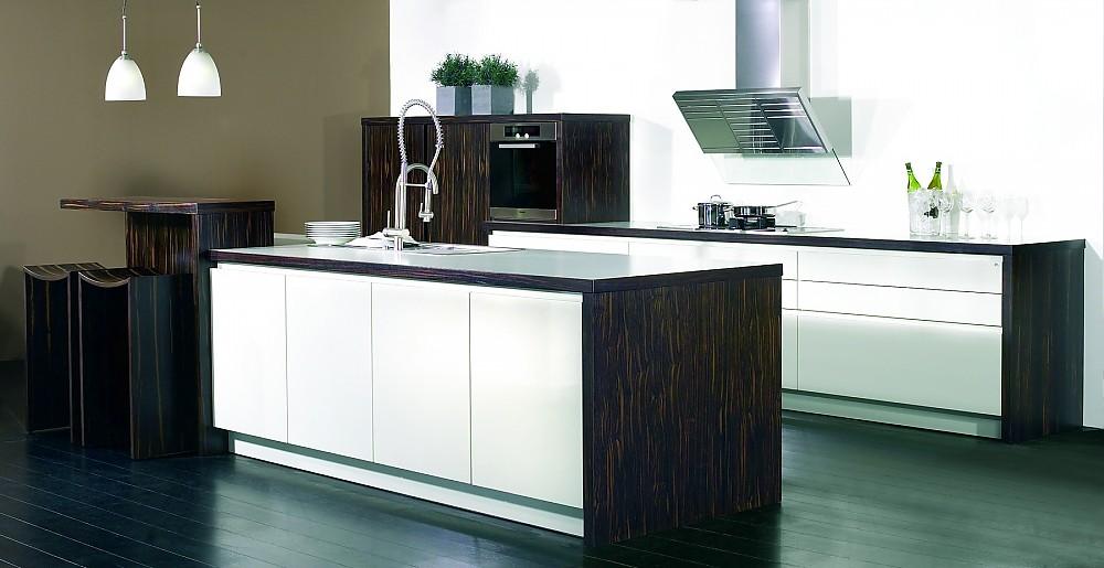 Quadre Tetra II dunkles Holz mit weiß kombiniert - moderne kuchen weiss holz