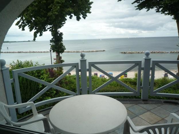Meeresblick über Ihren Balkon von der Ferienwohnung im Obergeschoss