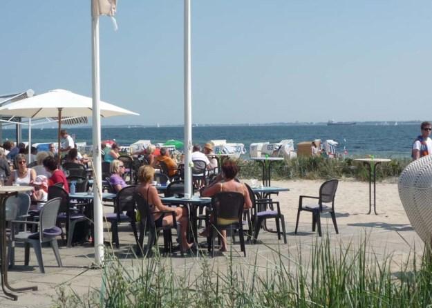 Bruno's Bistro am Strand im fußläufigen Nachbarort Strande