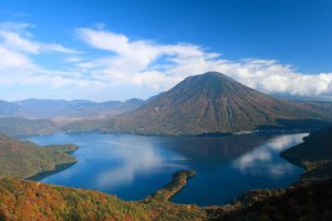 chuzenji_lake_and_mount_nantai_in_autumn_nikko